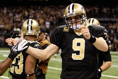 Brees breaks Dan Marinos yardage record. 12/26/11 <3 BEST GAME! Super Bowl here we comeeee!