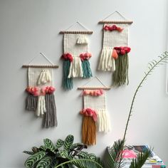 Minimal with quirk Weaving Textiles, Weaving Patterns, Rope Crafts, Diy And Crafts, Loom Weaving, Hand Weaving, Weaving Wall Hanging, Wall Hangings, Weavers Art