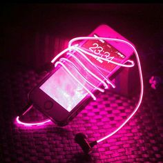LED glow earphones that dance to your beats Aesthetic Colors, Aesthetic Grunge, Aesthetic Photo, Music Aesthetic, Aesthetic Painting, Orange Pastel, Magenta, Everything Pink, Neon Lighting