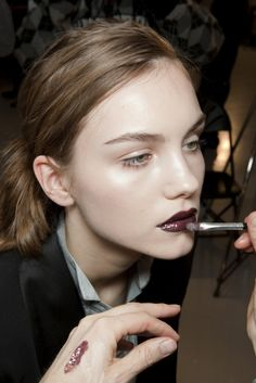 I'm in love! I worship beige makeup with dark lipstick! So inspiring, wild, stylish, hot, beautiful, sensual...