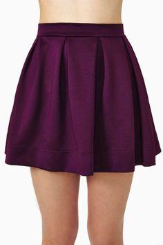 La jupe est violet. Je voudrais acheter cette jupe parce qu'elle est chouette.