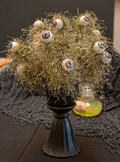 Let's Make an Eyeball Plant, or Flowers (crafting)-by Halloween Forum member a_granger Halloween Flowers, Halloween Eyeballs, Halloween Forum, Halloween Trees, Cute Halloween Costumes, Creepy Halloween, Halloween 2017, Holidays Halloween, Halloween Crafts