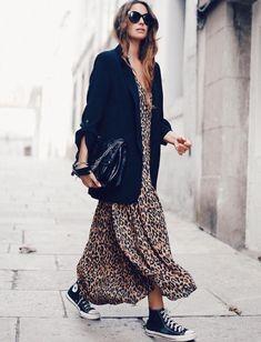 5d52623f7021 Comment porter une robe longue léopard   Avec une veste et des baskets  noires ! – Taaora – Blog Mode