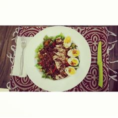 Greens with organic quinoa, oven roasted bellpeppers, egg, tuna, chick peas and pumpkinseed oil with date vinegar and mustard. Quick salad! #health #fitness #fit #fitnessmodel #fitnessaddict #fitspo #workout #bodybuilding #cardio #gym #train #training #healthy #instahealth #healthychoices #active #strong #motivation #instagood #determination #lifestyle #diet #getfit #cleaneating #eatclean #exercise #salad #vegan