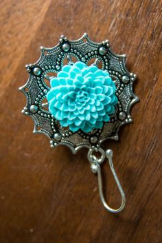 Portuguese Knitting Pin with Zinnia Flower by CoffeeAndNapsKnits on Etsy https://www.etsy.com/listing/478608917/portuguese-knitting-pin-with-zinnia