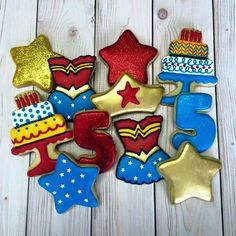Every woman needs a Wonder Woman birthday party! I was unnaturally excited about working on these and I am super happy with how they turned out! Wonder Woman Birthday, Wonder Woman Party, Birthday Woman, Superhero Cookies, Girl Superhero Party, Batman Party, Superhero Cake, Birthday Party Outfits, 40th Birthday Parties