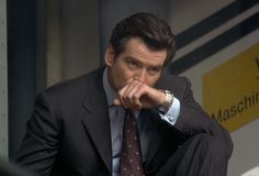 Pierce Brosnan, classy and charming, always a style icon. Charcoal Suit, Omega Seamaster 300, James Bond Movies, Pierce Brosnan, Wedding Shirts, Blue Square, World Records, Old World, Sexy Men