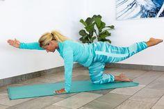 Träna ryggen hemma –5 enkla övningar | Allas.se Yoga Fitness, Health Fitness, Sciatica Exercises, Back Pain, Workplace, Massage, Dinosaur Stuffed Animal, Abs, Workout