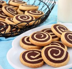 Swirl Cookies-This vanilla and chocolate swirl cookie recipe is light and delicious. Also named as pinwheel cookies, these swirl cookies look so fancy with the spiral but at the same time they are so easy to make! Chocolate Pinwheel Cookies Recipe, Chocolate Swirl, Chocolate Cookies, Vanilla Cookies, Shortbread Recipes, Cookie Recipes, Dessert Recipes, Galletas Cookies, No Bake Cookies