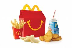A new report released by McDonald's shows more kids are ordering milk, juice, and water alongside their burger and fries. Here's what health experts have to say about the revamped Happy Meal. Mcdonalds Happy Meal, Mcdonalds Gift Card, Dinner Recipes For Kids, Kids Meals, Mcdonalds Restaurant, Bic Mac, Mcdonald Menu, Apple Iphone, Burger And Fries