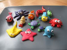 starfish tutorial estrela do mar Polymer clay sea stars tutorial – step by step Polymer clay starfish- I would much prefer to make them than use ones that have been killed! Baby Boom Serbia: Svasta - something of fondant Related posts Best friend photo Clay Crafts For Kids, Kids Clay, Fondant Animals, Clay Animals, Decors Pate A Sucre, Ocean Cakes, Decoration Patisserie, Fondant Decorations, Mermaid Cakes