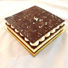 J'en reste baba: Entremets racine carrée poire, chocolat Gourmet Desserts, Fancy Desserts, Chocolates, Baking Recipes, Cake Recipes, Pastry Shop, Christmas Chocolate, Chocolate Cake, Food To Make