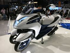 Yamaha Tricity Three Wheel Motorcycle Concept - The Yamaha Tricity is a three wheel tilting scooter which originally started out as a concept, and will go into production next year. | Geeky Gadgets