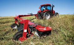 The Case IH TD102 pull-type disc mower features a smooth ride, clean cut, superior trailing ability and narrow transport width, plus easy tractor hookup using a simple clevis hitch.