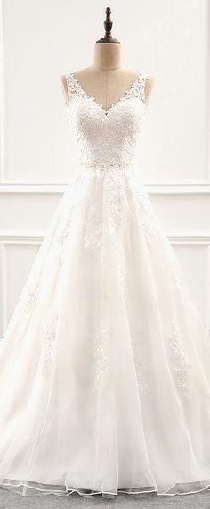 White bride dresses. All brides dream of finding the most suitable wedding, but for this they need the ideal bridal wear, with the bridesmaid's dresses actually complimenting the brides-to-be dress. The following are a few ideas on wedding dresses.