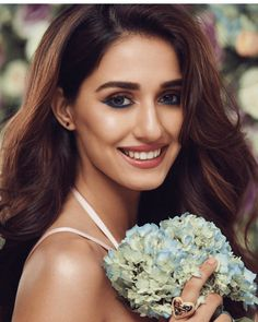 Disha Patani is a stye icon for young generation. Know more about disha Age, Height, Sister, Relationship and images on here. Beautiful Bollywood Actress, Beautiful Indian Actress, Beautiful Actresses, Beautiful Women, Gorgeous Men, Disha Patani Instagram, Latest Instagram, Disha Patani Photoshoot, Hair