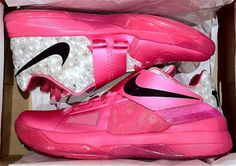 new style d51d9 6947e Nike Zoom KD IV  Aunt Pearl  which was a special colorway dedicated to  Kevin Durant s late Aunt Pearl, who passed away from breast cancer.
