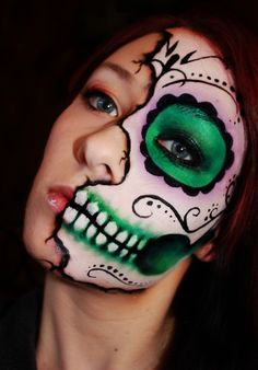 Green skull face make up for Halloween Visage Halloween, Fröhliches Halloween, Halloween Costumes, Halloween Face Makeup, Creepy Makeup, Facepaint Halloween, Skeleton Costumes, Maquillaje Sugar Skull, Makeup Ideas