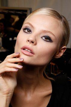 Tendencia Primavera 2013 maquillaje unas manicure esmalte -  Elie Saab