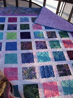 sometimes the simplest pattern create the prettiest quilts!    easy scrap quilt..  love the batik