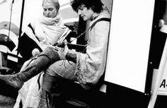 Chilling with guitar On set of #thewhitequeen with #rebeccaferguson #richardthethird #RichardIII pic.twitter.com/U5tMCWRfkP