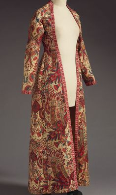 18th-century wentke, or woman's gown. Indian chintz from the Coromandel Coast. Mordant-dyed cotton with Dutch weft-patterned edging. Francesca Galloway © 2015 Francesca Galloway