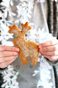 Helga-mummon pehmeät piparit - Suklaapossu Yule Traditions, Christmas Treats, Christmas Ornaments, Nordic Christmas, Gingerbread Cookies, Coffee Shop, Food And Drink, Seasons, Holiday Decor