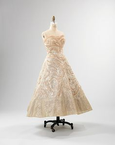 Evening dress House of Dior (French, founded 1947) Date: 1952–53 Medium: silk, horsehair