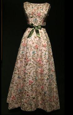 balenciaga_thyssen_rozas_village_7 Balenciaga, Fashion, Dressmaker, White Colors, Bridal Gowns, Moda, La Mode, Fasion, Fashion Models