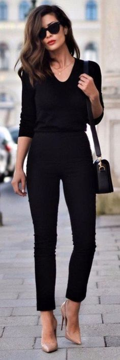 Awesome 56 Street Wear And Casual Chic Outfits Trending Ideas For This Spring. More at http://trendwear4you.com/2018/03/09/56-street-wear-casual-chic-outfits-trending-ideas-spring/ #casualoutfits