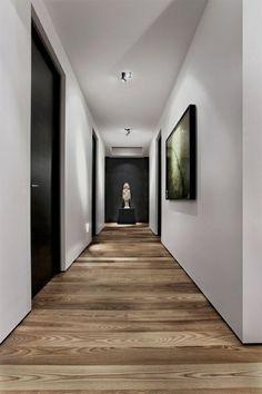 couloir avec parquet en bois pour un air moderne