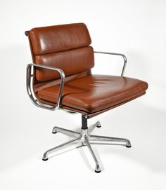 Charles and Ray Eames - Soft Pad Chair Charles Eames, Chair Design, Furniture Design, Dinning Tables And Chairs, Home Office Cabinets, Estilo Boho, Chair Pads, Modern Chairs, Office Furniture