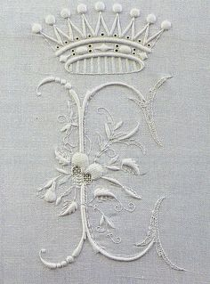 Embroidered initial from an old, long out-of-print Italian book on beautiful monogram embroidery. Embroidery Monogram, Ribbon Embroidery, Machine Embroidery, Embroidery Designs, White Embroidery, Embroidery Art, Vintage Accessoires, Bordados E Cia, Art Du Fil