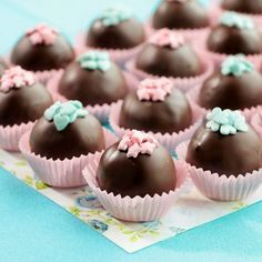 Simply massage your complaints away – press … – … – Sweet Varieties Blueberry Chocolate, Chocolate Cups, Mini Cupcakes, Cupcake Cakes, Comida Para Baby Shower, How To Make Chocolate, Shower Cakes, Amazing Cakes, Cake Pops