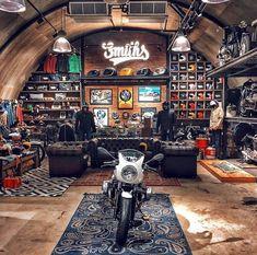 Man Cave Garage, Garage House, Cave Man, Man Cave Home Bar, Man Caves, Man Cave Loft, Motorcycle Workshop, Motorcycle Garage, Casa Retro