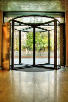 Kadra a livrat Ușa Rotativă Record – Blasi pentru Unirii View Windows, Room, Furniture, Modern, Home Decor, Bedroom, Trendy Tree, Decoration Home, Room Decor