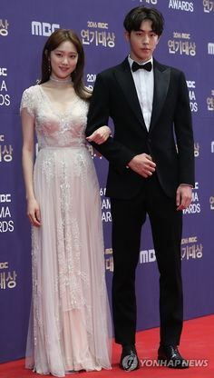 the drama is getting recognized! NJH won for something =) - can you tell us which category he won? Nam Joo Hyuk Lee Sung Kyung, Jong Hyuk, Lee Sung Kyung Nam Joo Hyuk Wallpaper, Lee Sung Kyung Fashion, Korean Actresses, Korean Actors, Weightlifting Fairy Kim Bok Joo Wallpapers, Weighlifting Fairy Kim Bok Joo, Kdrama