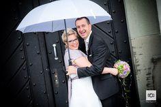 Steffi und Willy und ein Hochzeitsfotograf als Barkeeper ;-) - http://foto-huwi.ch/2015/08/27/steffi-und-willy-und-ein-hochzeitsfotograf-als-barkeeper/