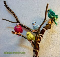 Amigurumi pájaro, periquitos de ganchillo / amigurumi bird,crochet parakeets /ganchillo creativo árbol con cuadraditos de la abuela / creative crochet tree covered with granny squares - Labores Punto Com