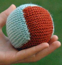 Pehmopallo kahdesta palasta   Punomo Easy Knitting Patterns, Knitting For Kids, Knitting Projects, Crochet Cross, Knitting Accessories, Stuffed Toys Patterns, Yarn Crafts, Photos, Scrappy Quilts