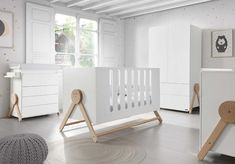 Micuna's multifunctional crib turns into a kid's bed Baby Furniture, Cool Furniture, Furniture Design, Baby Bedroom, Kids Bedroom, Kid Beds, Furniture Inspiration, Baby Decor, Furniture Collection
