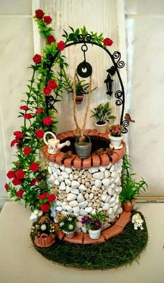 Fairy Garden in one of the fun ways of decorating gardens by using broken pots, wood pieces, planter's soil and other wrecked items. It creates a miniature fantasy garden with the help of unusable items. Fairy Crafts, Garden Crafts, Garden Art, Fairy Garden Furniture, Fairy Garden Houses, Fairy Garden Accessories, Miniature Fairy Gardens, Bottle Crafts, Flower Pots