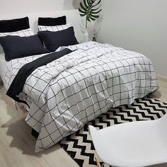 Bom dia 🍃 Roupa nova . . . . #amoessacasa #casa #homesweethome #homedecor #home #goodmorning #myhome #decoração #chevron #quarto #quartodecasal #designdeinteriores #interior #interiordesign #homedesign #scandinaviandesign #interiorstyling #scandinavianhomes #interior4all #bedroom #bedroomstyling #deco #decor #arquitetura #apartamento #minimalist #bedroomdesign #lovedecor #tokstok
