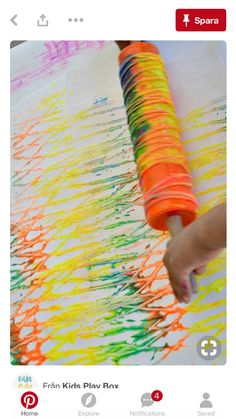 Art Activities for kids : Rolling Pin Yarn Prints Schöne Idee, das bunte Band hinterher auch noch zum Basteln zu verwenden! art activities for kids with rolling yarn Need fantastic tips on arts and crafts?