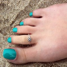 Vintage look sterling silver toe ring Single by Gold Toe Rings, Sterling Silver Toe Rings, Silver Anklets, Silver Rings, Toe Ring Designs, Flower Nail Designs, Anklet Designs, Pretty Toes, Beautiful Toes