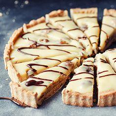 Tarta kajmakowa z orzechami włoskimi Tart Recipes, Sweet Recipes, Snack Recipes, Sweets Cake, Cookie Desserts, Vegan Junk Food, Sweet Tarts, Vegan Sweets, How Sweet Eats