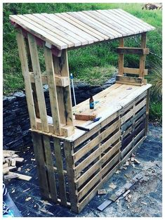 Diy furniture projects, wooden pallet projects, pallet crafts, patio bar, b Palet Bar, Outdoor Pallet Bar, Wood Pallet Bar, Wooden Pallet Projects, Pallet Crafts, Diy Pallet Furniture, Pallet Ideas, Bar Furniture, Furniture Projects