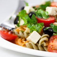 It is more of a Greek inspired pasta recipe. It is delicious, healthy and a quick pasta salad to make! Greek Salad Pasta, Soup And Salad, Easy Pasta Salad Recipe, Pasta Recipes, Easy Potluck Recipes, Healthy Recipes, Delicious Recipes, Healthy Meals For Kids, Healthy Eating