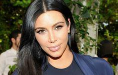 How to Get Kim Kardashian's Perfect Wavy Hair with This Genius Trick - Cosmopolitan SA Perfect Wavy Hair, Kim & Co, Skin Secrets, Hormonal Acne, Jawline, Good Skin, Beauty Hacks, Beauty Tips, Kim Kardashian