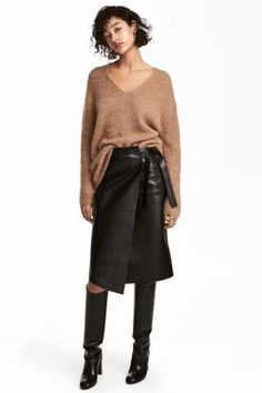 Nadire Atas on Leather Skirts Leather Skirt - Black - Ladies Look Fashion, Fashion Outfits, Womens Fashion, Fashion Black, Skirt Outfits, Casual Outfits, Black Leather Pencil Skirt, Black Pencil, Winter Stil